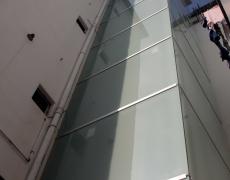 Instalación de ascensor en edificio de viviendas «Lugones»