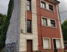 Derribo de edificio residencial en La Corredoria. Oviedo.